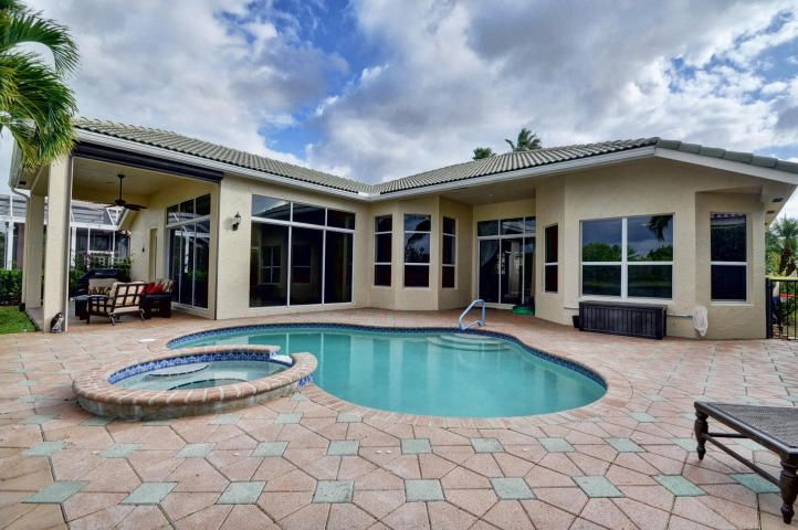 8973 Lakes Boulevard, West Palm Beach, FL 33412