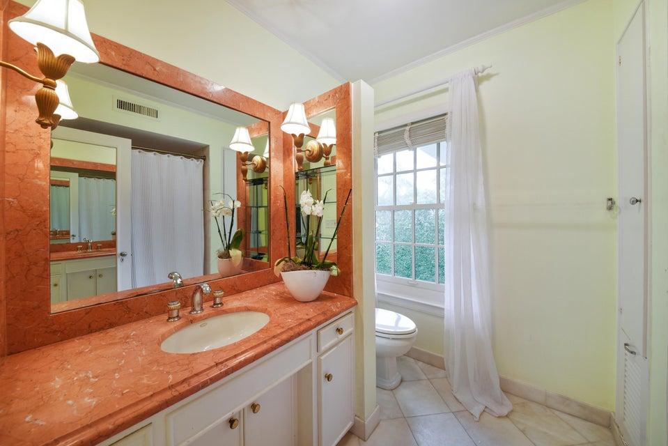 12_130AlgomaRoad_8_Bathroom_HiRes