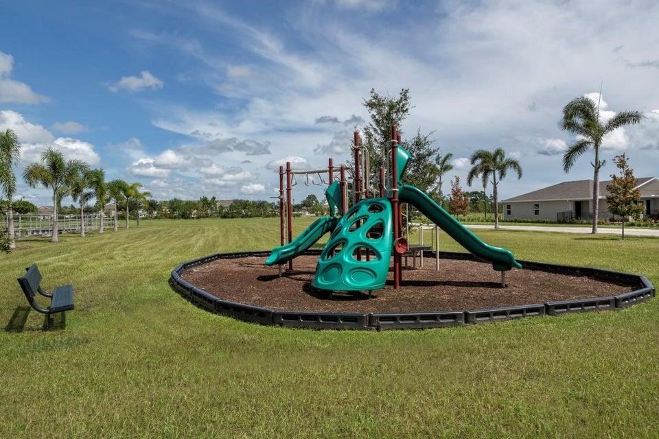5425 NW Pine Trail Circle, Port Saint Lucie, FL 34983