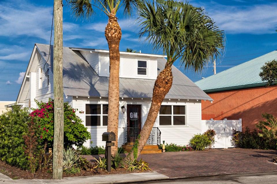 313 SW Albany Avenue, Stuart, FL 34994