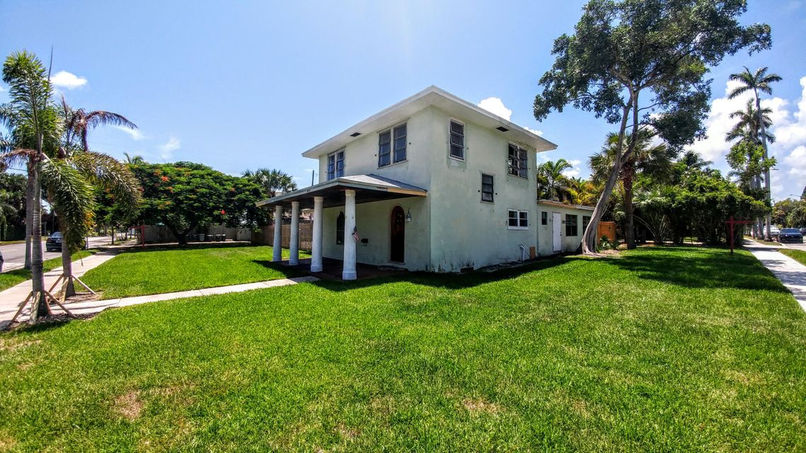 Location, Potential, & Possibilities with a Double lot in Northwood Addition. Customize your own 1928 Historic, Spanish style residence. Double lot allows for detached garage and cottage with own access. This desirable property is located two blocks from the Intra-Coastal, a few minutes from the Beach. Walk or bike to Palm Beach Island & Downtown. Short drive to airport.