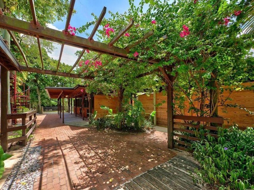 Bridle Path Rent With Horse Property
