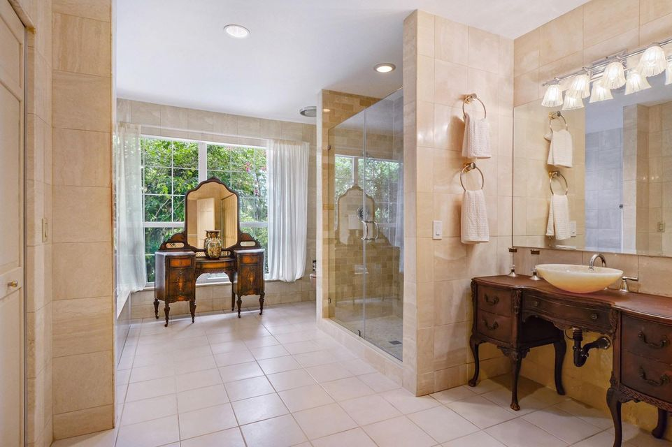 18_3268NOceanBlvd_166_HerBathroom_Custom