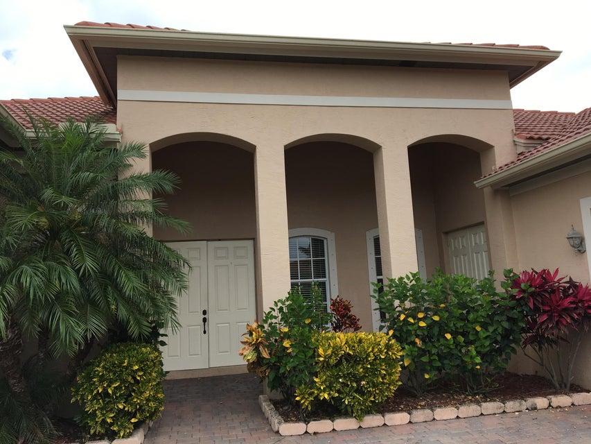 468 NW Dover Court, Port Saint Lucie, FL 34983