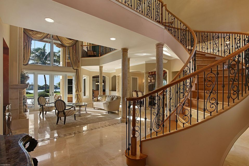 Living/Staircase
