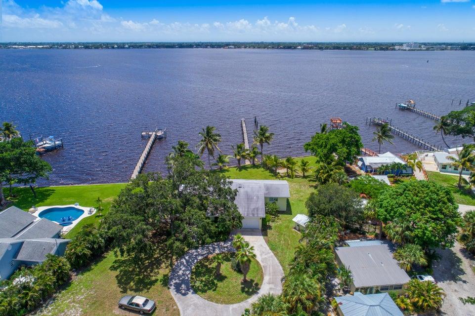 850 NE Ixora Drive, Jensen Beach, FL 34957