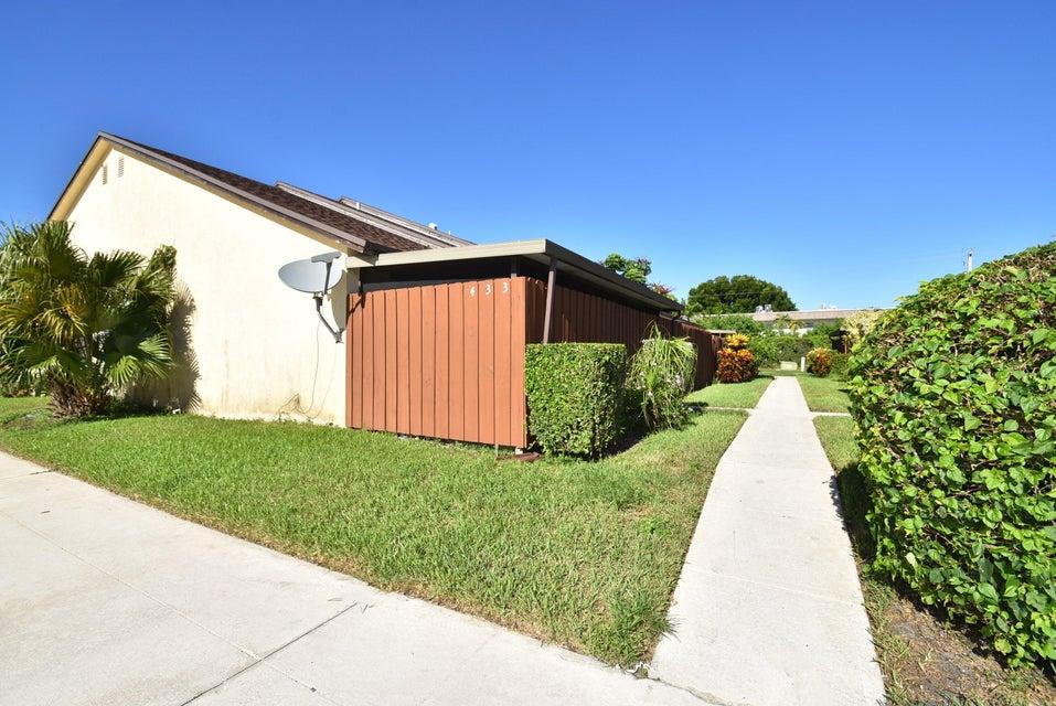 433 Springdale Circle, Palm Springs, FL 33461