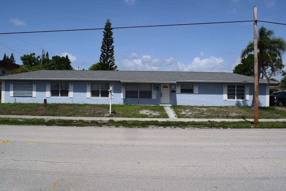 220 8th Street, Lake Park, FL 33403