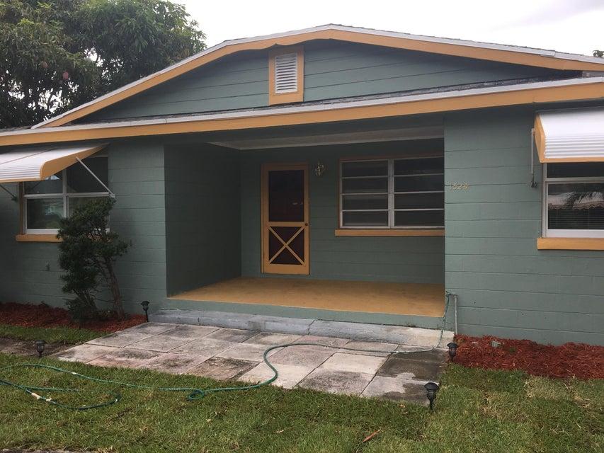 1524 W 36th Street, Riviera Beach, FL 33404