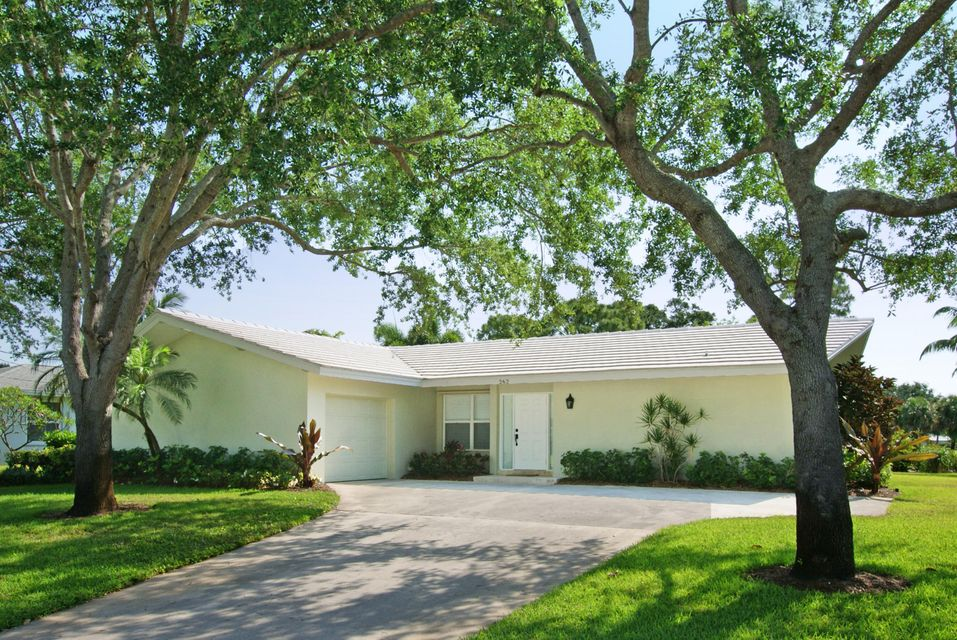 This immaculate, remodeled Tequesta Country Club Community home is situated on a roomy home site with picturesque, eastern golf views overlooking the 3rd fairway of the beautiful & newly redesigned Tequesta Country Club golf course. Featuring 3 bedrooms & 2 baths (3rd bedroom has no closet and can be used as a den or office), updates include totally remodeled kitchen & baths, new 20'' tile throughout the living area & hand-scraped wood flooring in the bedrooms. The spacious backyard offers an open patio &