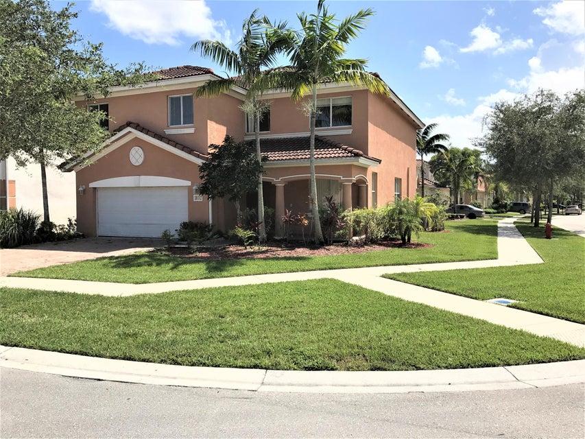 811 Cresta Circle, West Palm Beach, FL 33413