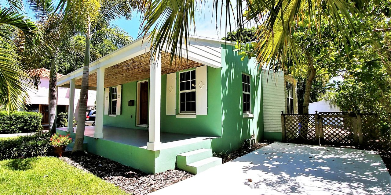 This 1949 cottage, in historic Sunshine Park, has been meticulously renovated by the current owners.  No expense was spared or corner untouched during the 2012 remodel.  Nearly EVERYTHING on the interior & exterior has been replaced or refurbished:  New roof, impact windows and doors, updated electric and plumbing, new HVAC, reverse osmosis purification water system, gas tankless water heater, gas range, new washer/dryer, spray foam insulation in attic & underside of floors.  Completely remodeled eat-in kitchen with 42-inch wood cabinets, granite countertops, tumbled tile backsplash, and new stainless steel appliances.  Solid oak flooring throughout, with tile in the updated bathroom.  Relax on the oversize covered front patio or entertain in the spacious, fenced-in, back yard.