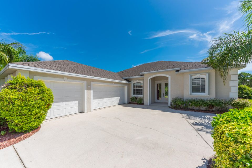 2325 NW Tulip Way, Jensen Beach, FL 34957