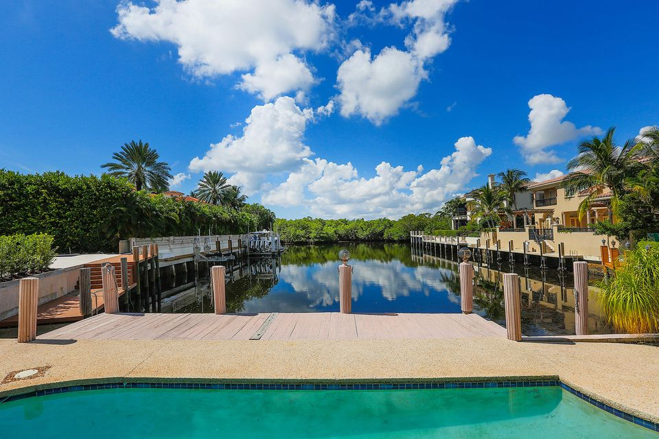 824 Pelican Point Cove