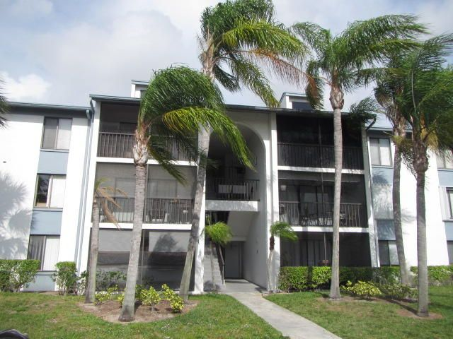 1009 Green Pine Boulevard E2, West Palm Beach, FL 33409