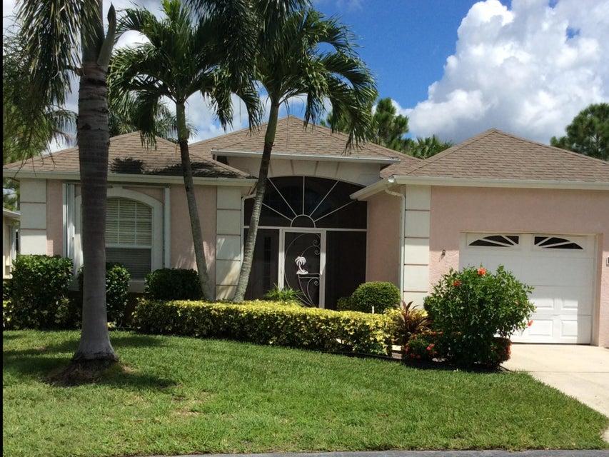554 NW Cortina Lane, Port Saint Lucie, FL 34986