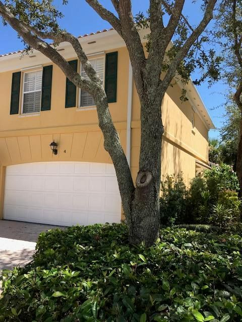 4 Laurel Oaks Circle, Tequesta, FL 33469