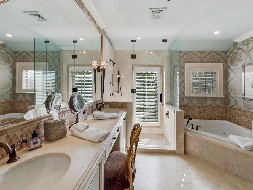 Main Guest Bathroom