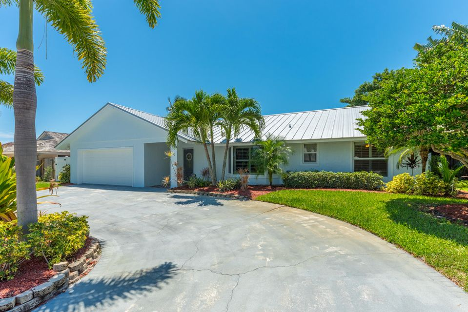 40 Pine Hill Trail W, Tequesta, FL 33469