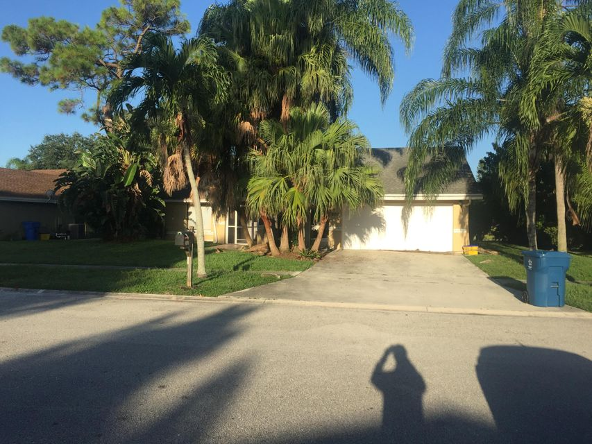 207 S Parkwood Drive, Royal Palm Beach, FL 33411