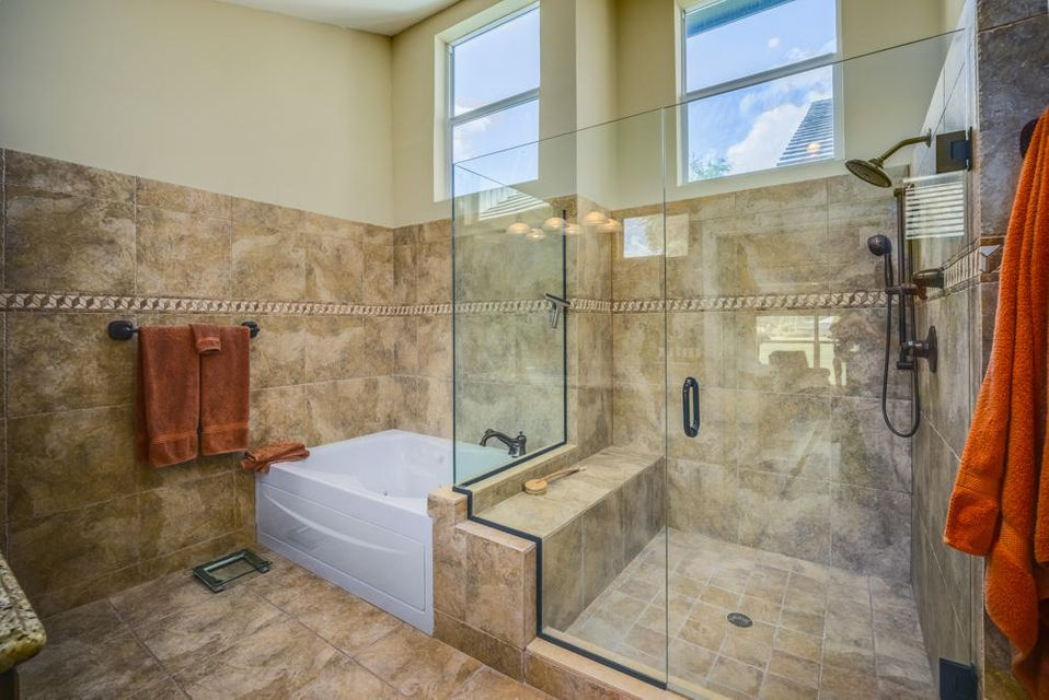 15_master-bathroom_10 Wycliff Road_PGA N