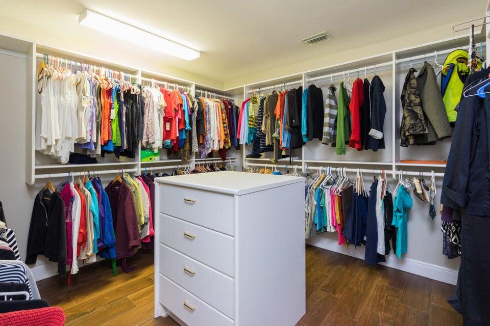 17_master-closet_10 Wycliff Road_PGA Nat