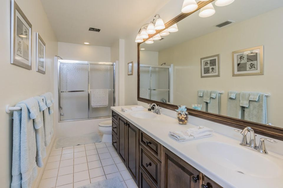 30_bathroom2_10 Wycliff Road_PGA Nationa
