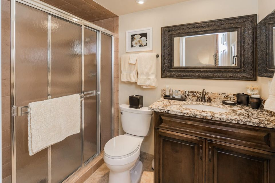 31_bathroom3_10 Wycliff Road_PGA Nationa
