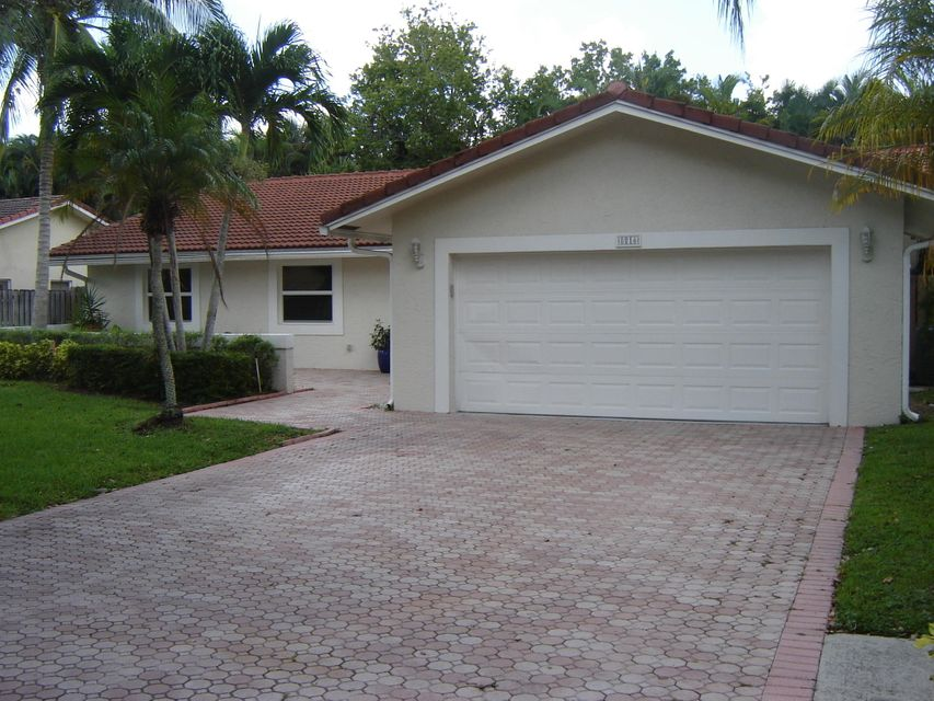 8816 Escondido Way E, Boca Raton, FL 33433