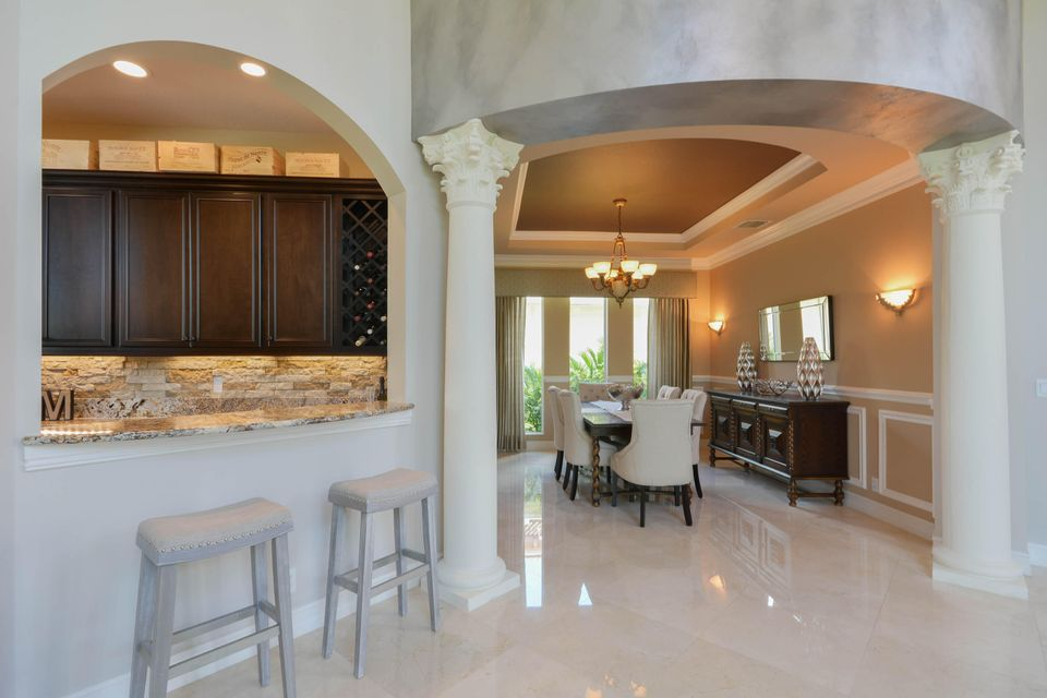 Formal Dining & Wet Bar