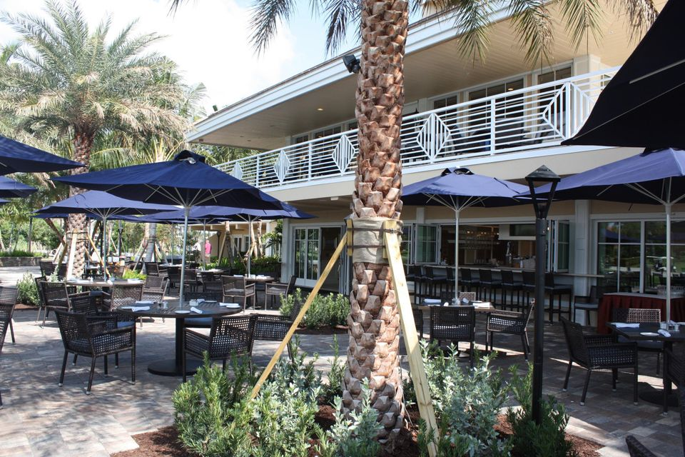 Clubhouse Outside Dining