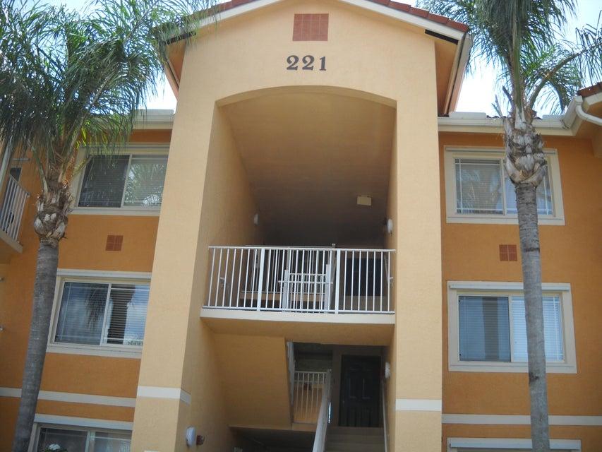 221 SW Palm Drive 104, Port Saint Lucie, FL 34986