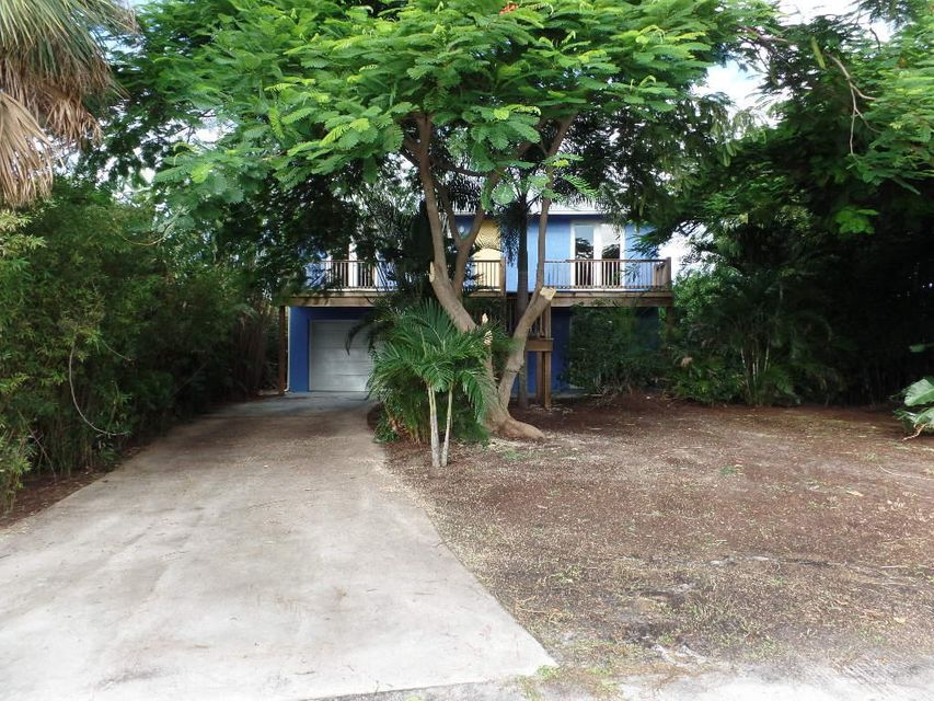 2299 NE Center Circle, Jensen Beach, FL 34957