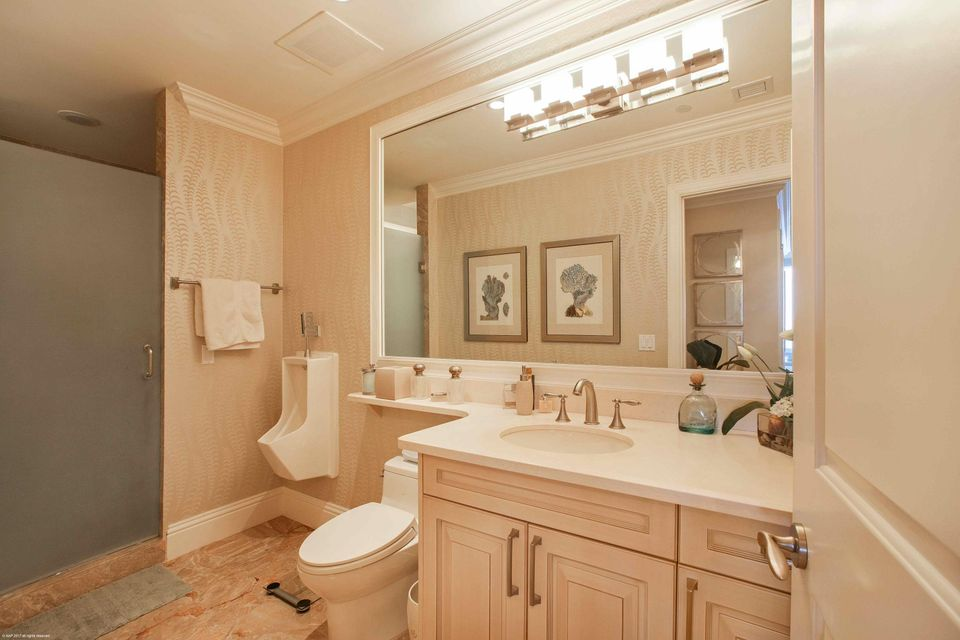 MASTER BATHROOM-HIS
