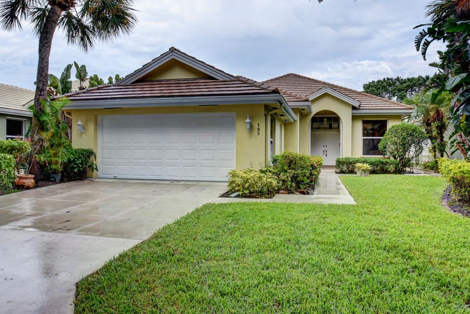 Hamptons at maplewood homes for sale in jupiter florida for Houses for sale hamptons