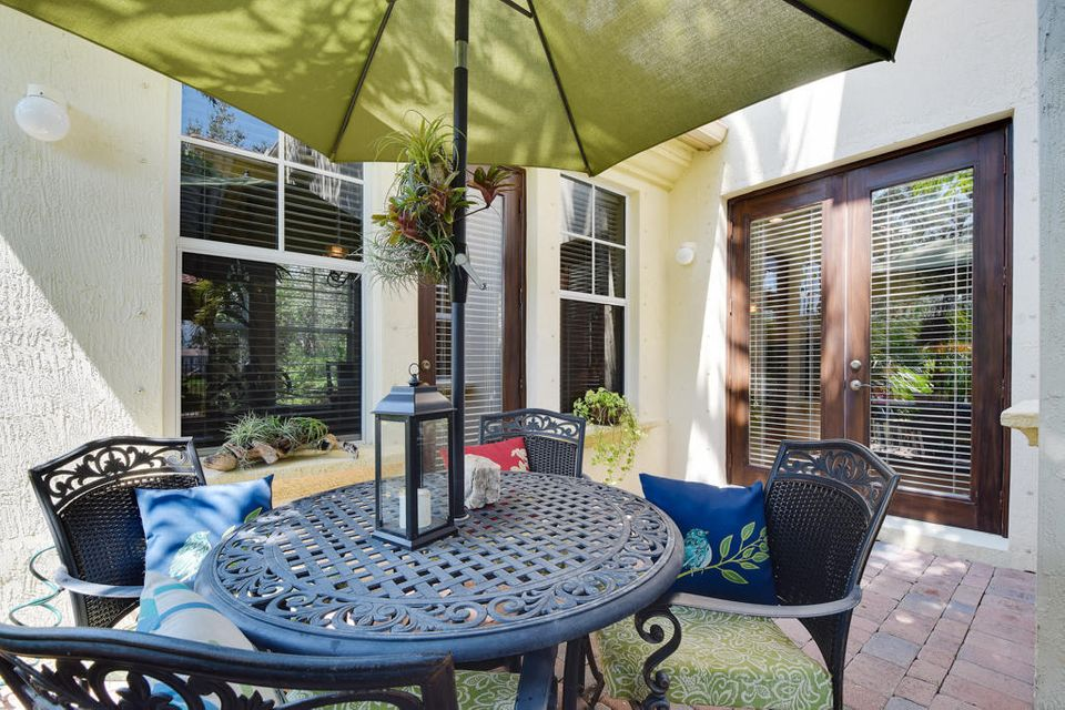 Front Courtyard Patio Area