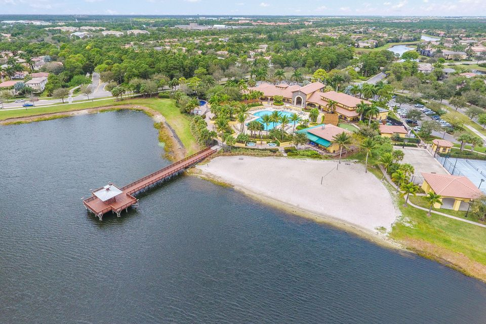 Aerial View of Clubhouse & Lake