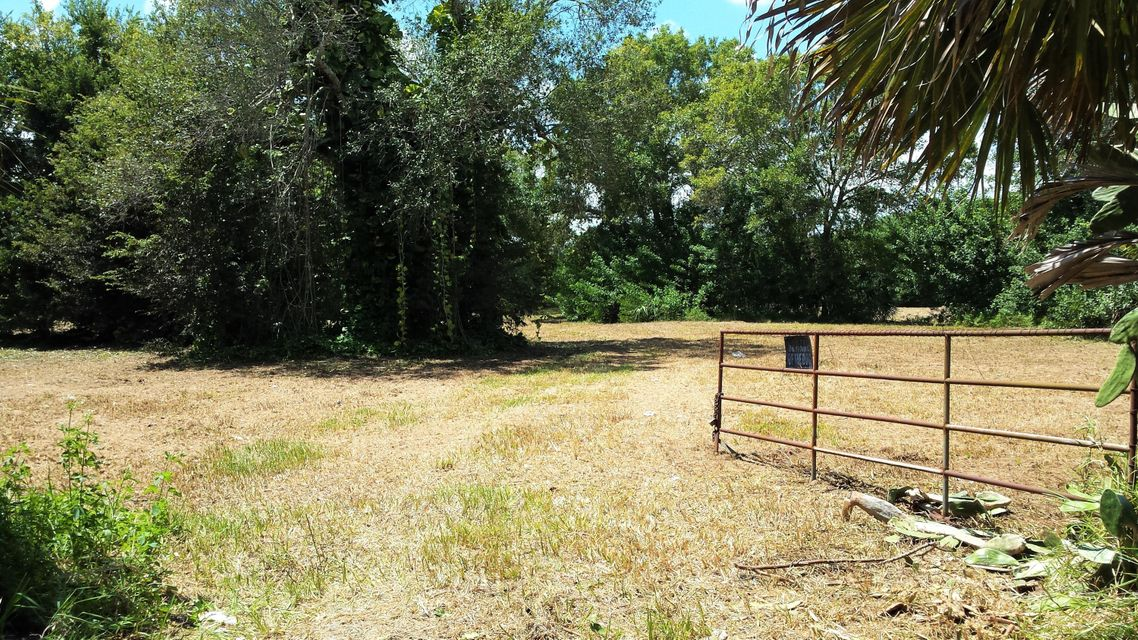 1194 Pony Place, Moore Haven, FL 33471