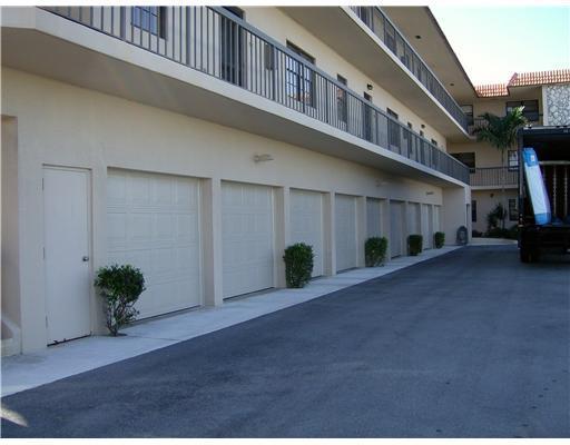 220 Lake Drive 207, Palm Beach Shores, FL 33404