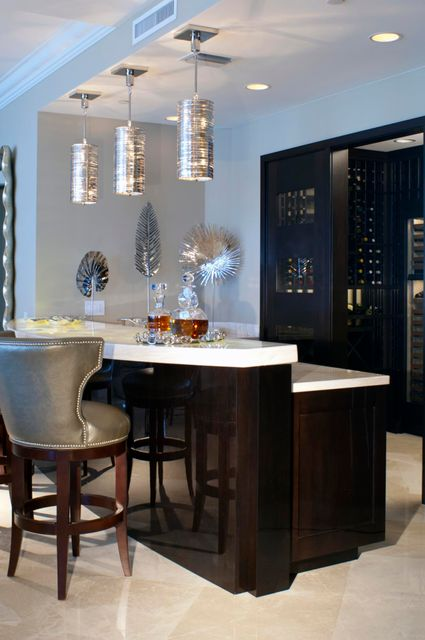 Bar & Wine Room