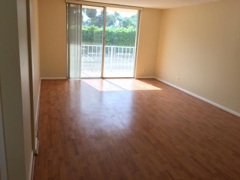 500 Executive Center Drive Unit 1-B West Palm Beach, FL 33401 - MLS #: RX-10375942