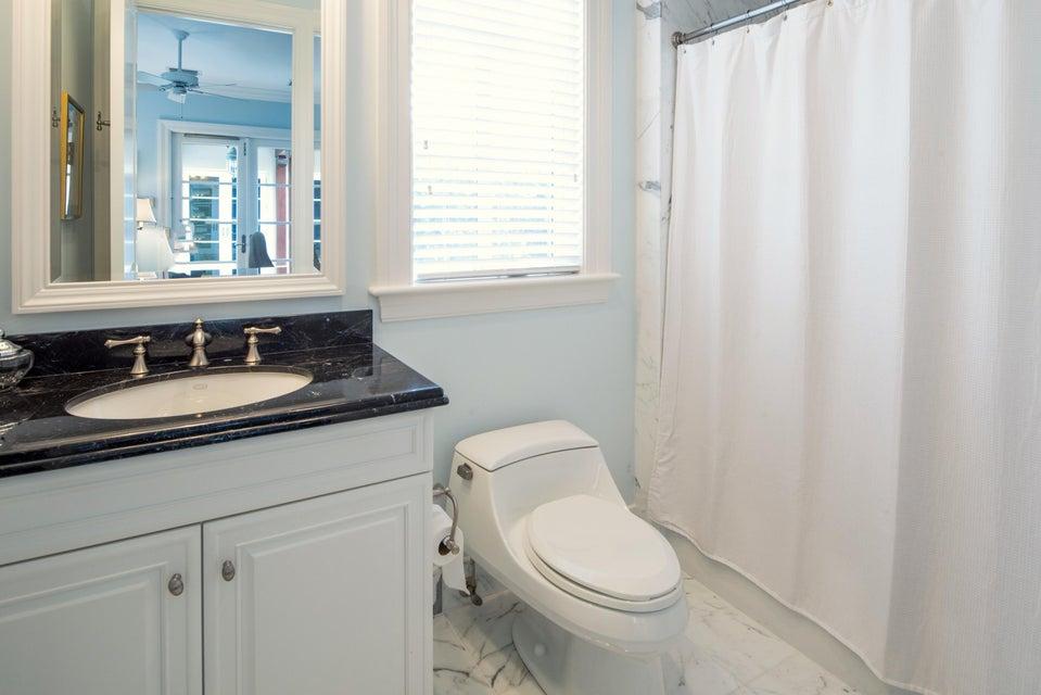 025_Office Bathroom