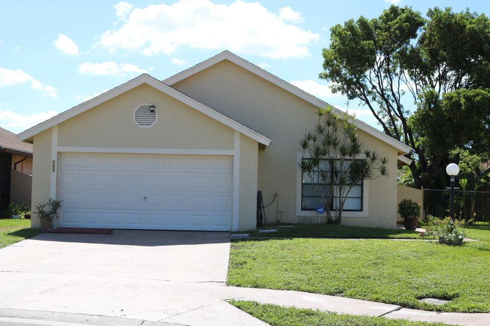 4529 Willow Pond Court E, West Palm Beach, FL 33417