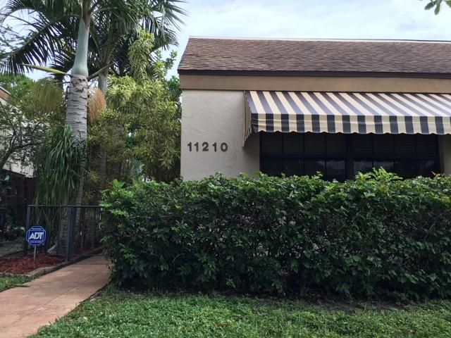 Beautiful 3/2 waterfront home in the heart of Palm Beach Gardens. Completely updated kitchen with granite counter-tops and new appliances. Spacious master bedroom, Walk in closets and vaulted ceilings. This community also has a beautiful pool and is within minutes of all the restaurants and attractions of midtown gardens.