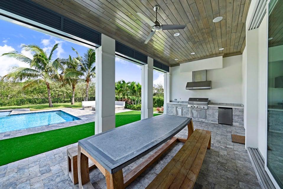 Cabana Patio Dining Area
