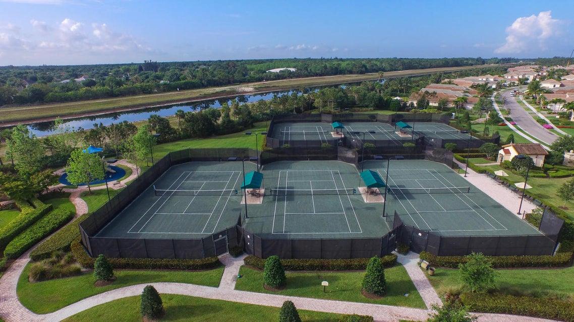 6 HAR-TRU® clay tennis courts
