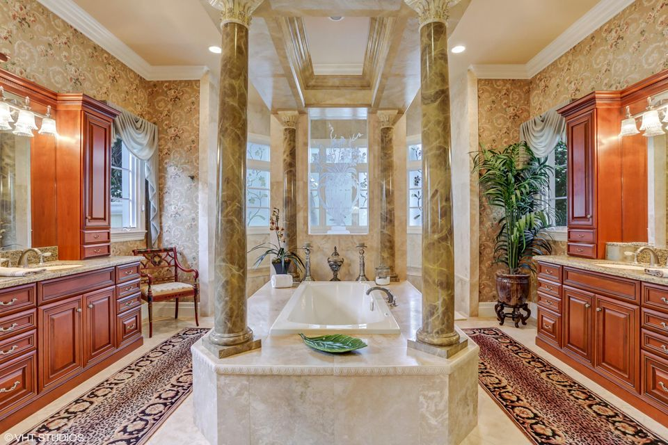 15_119TerratinTer_13_MasterBathroom_HiRe