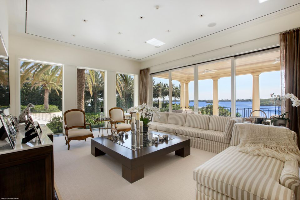 Family room -Lake view