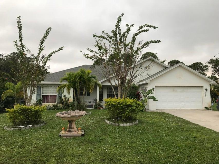 1098 SW Dubois Avenue, Port Saint Lucie, FL 34953