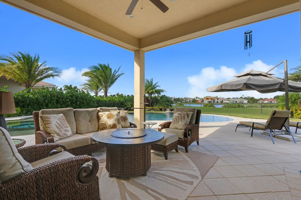 Spacious covered lanai